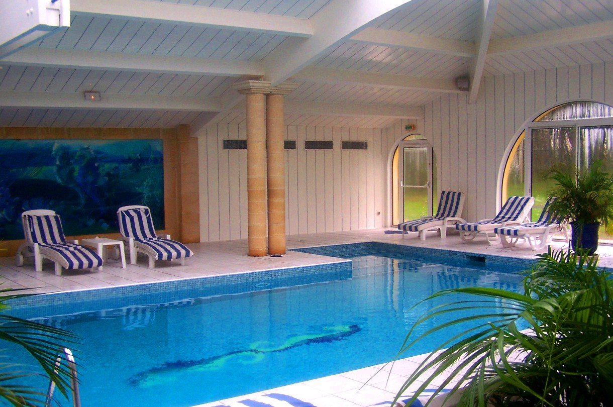 Spa swimming pools domaine de fompeyre for Piscine desjoyaux bazas